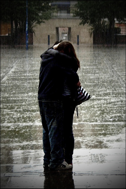 http://onamae.files.wordpress.com/2008/12/love-picture-hug-couple-rain-orangeacid-love.jpg